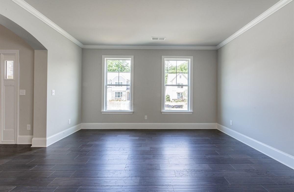 Laurelwood quick move-in Living Room with hardwood floors