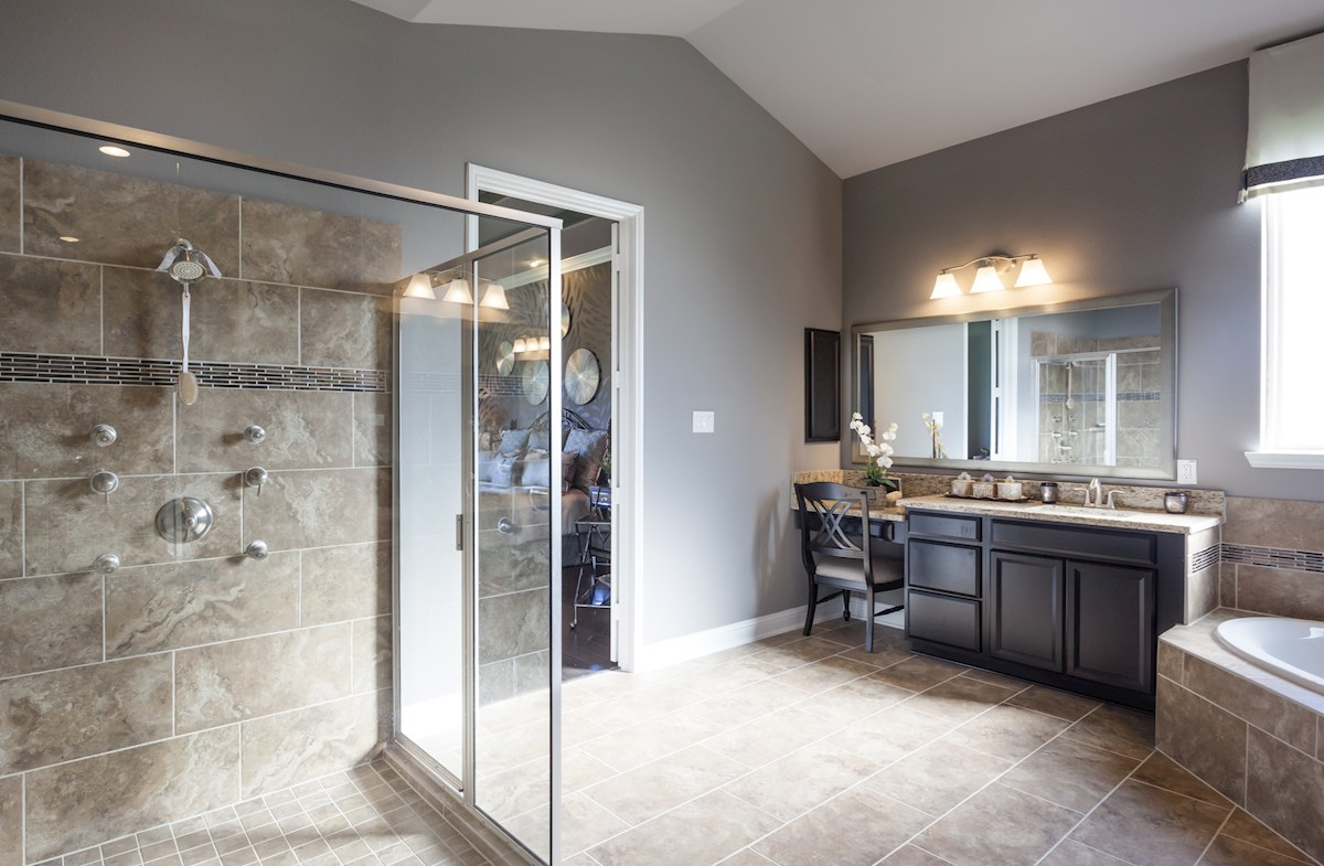 Young Ranch McArthur luxurious master bath