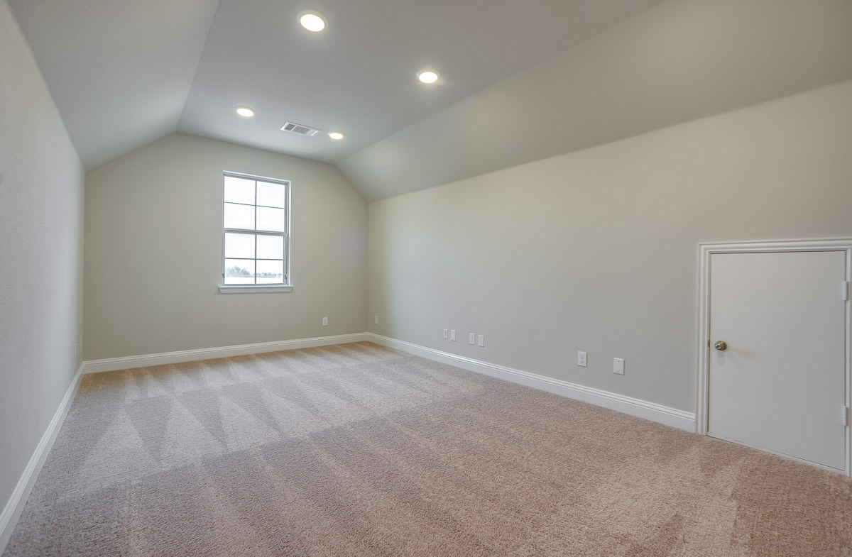 Brookhaven quick move-in large media room