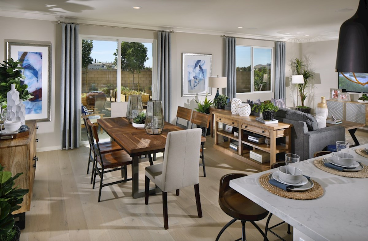 Provence at Heritage Ranch Chardonnay Dining room provides the perfect space for dinner parties or special family occasions.