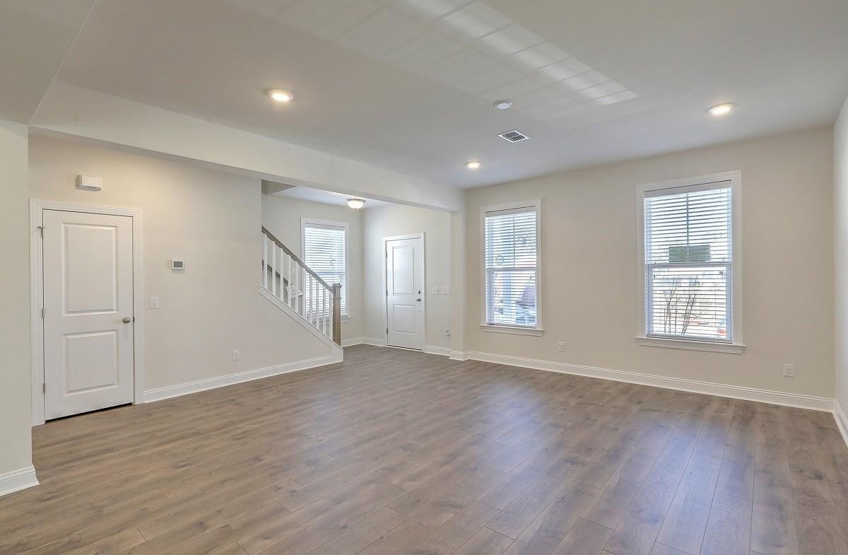 Palmetto quick move-in bright great room