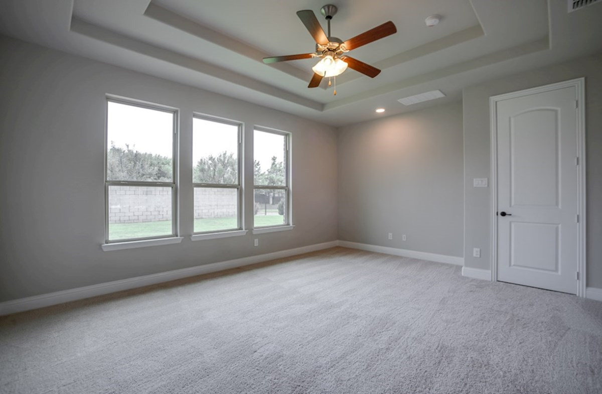 Bandera quick move-in master bedroom wtih decorative ceiling