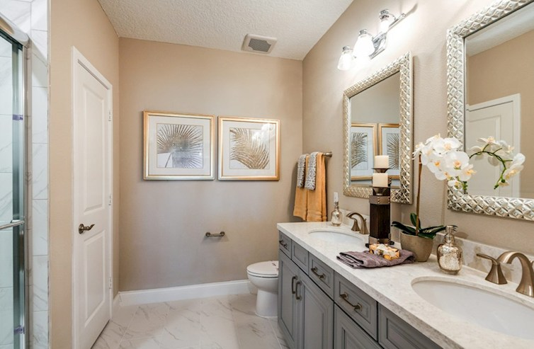 Apacible baño principal de Bradford en Gatherings® of Lake Nona