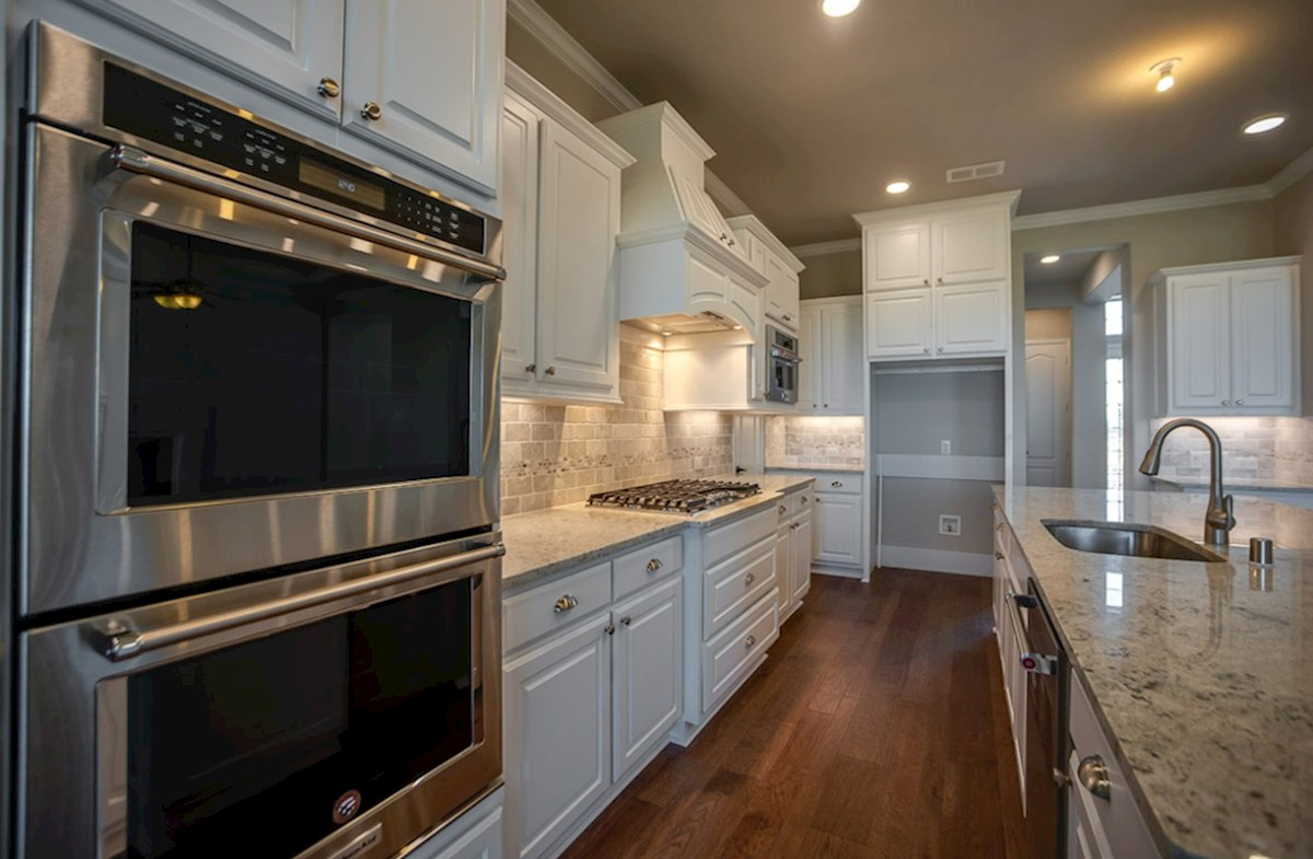 Calais quick move-in Open kitchen with stainless steel appliances