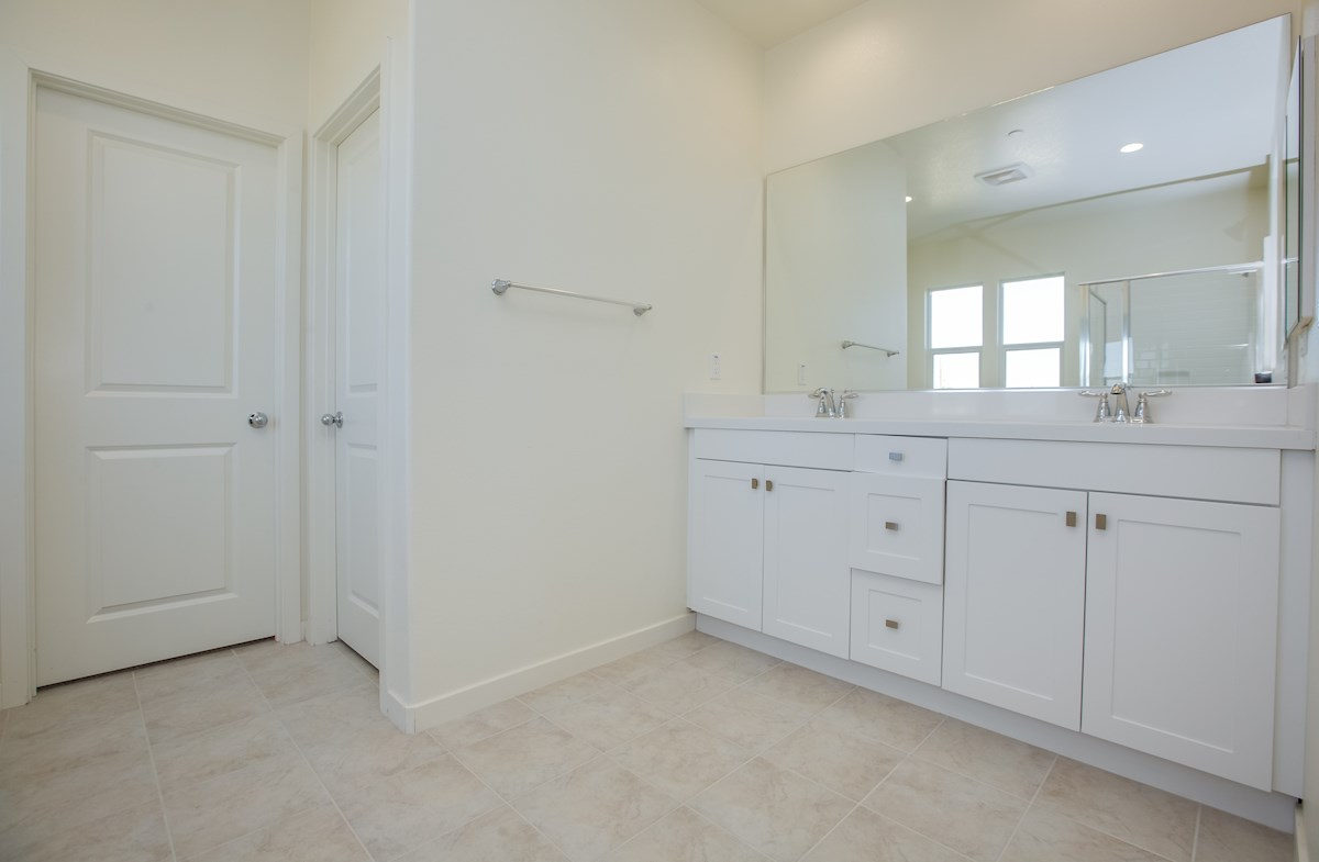 Daisy quick move-in dual vanities in master bathroom