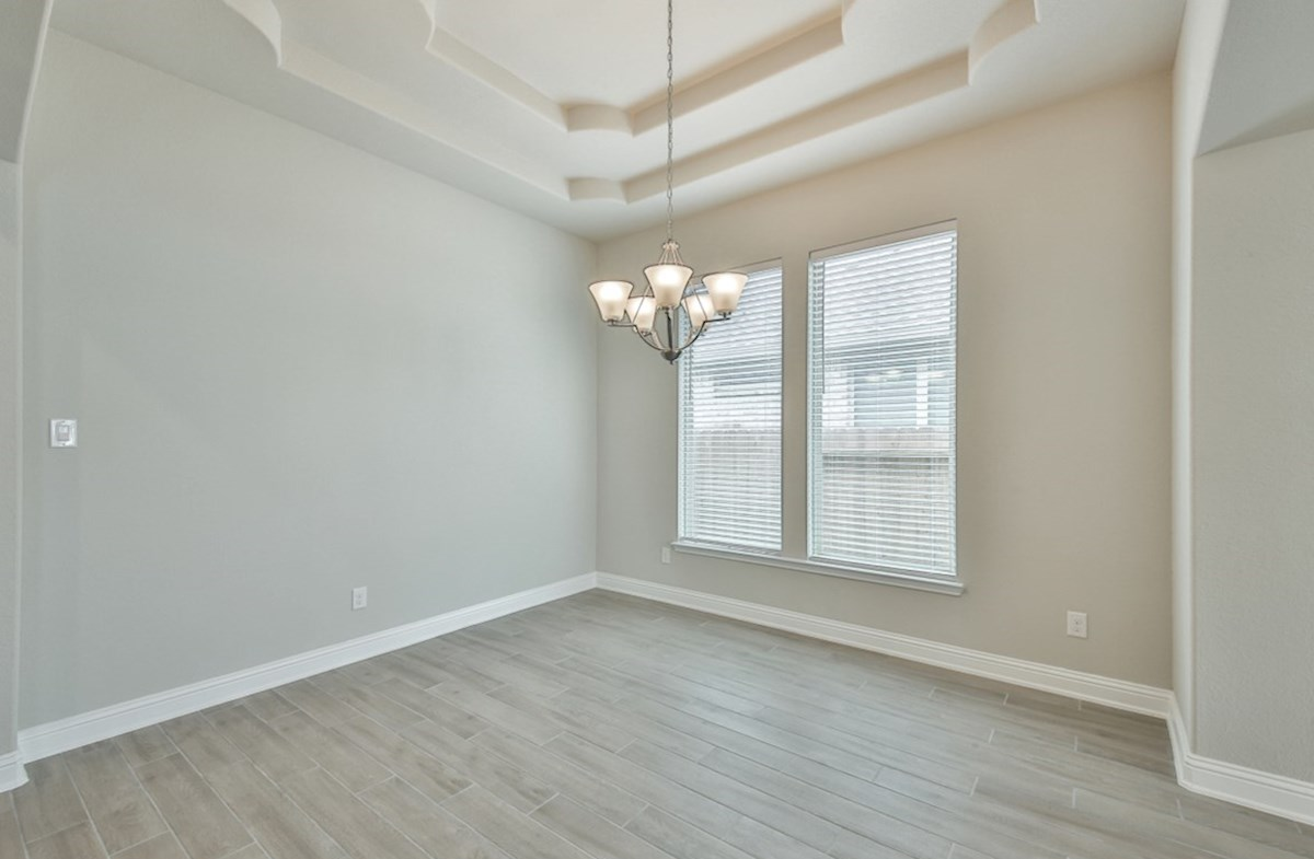Bandera quick move-in light filled dining room