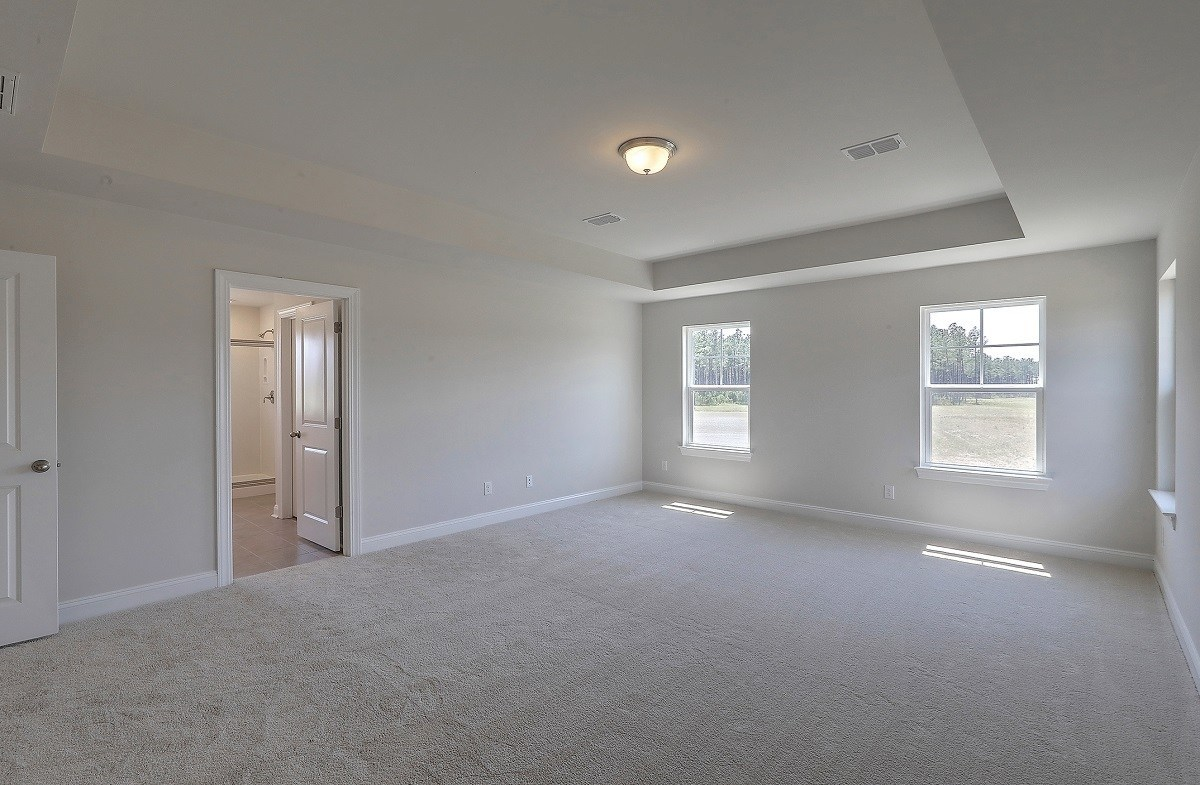 Holly quick move-in large master bedroom