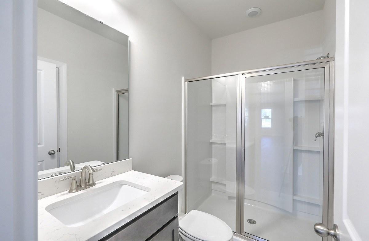 Palmetto quick move-in cozy bathroom