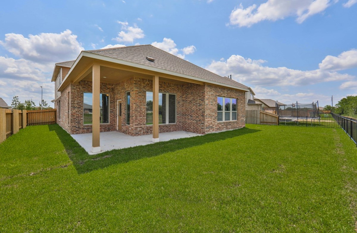 Galveston quick move-in large backyard with covered patio