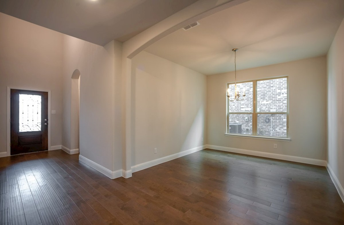 Summerfield quick move-in Wood floors, high ceilings - great space for entertaining!
