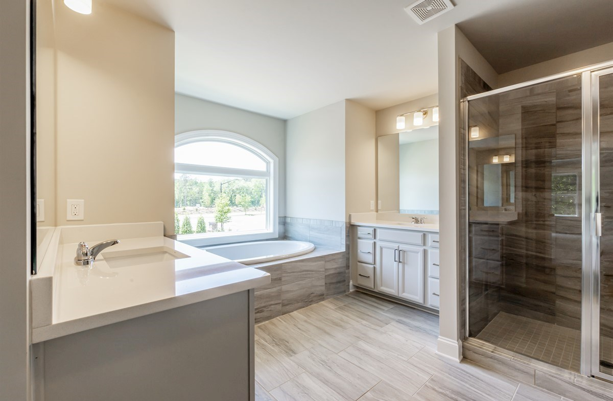 Laurelwood quick move-in Master Bathroom with dual sinks