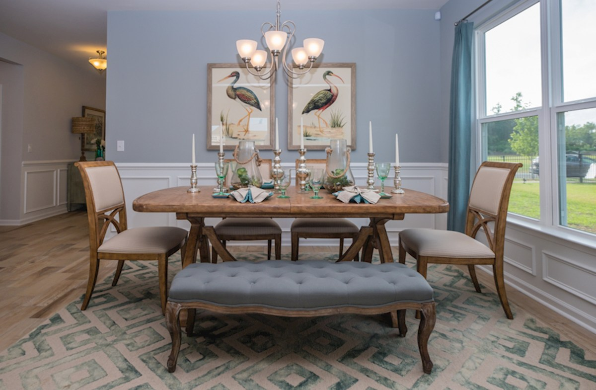 Bella Vita Georgetown dining room features hardwood floors