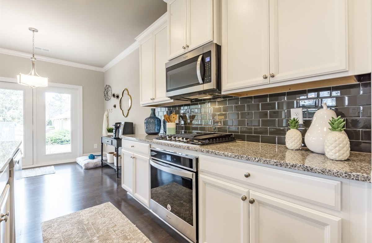 Callaway quick move-in Kitchen with subway tile backsplash