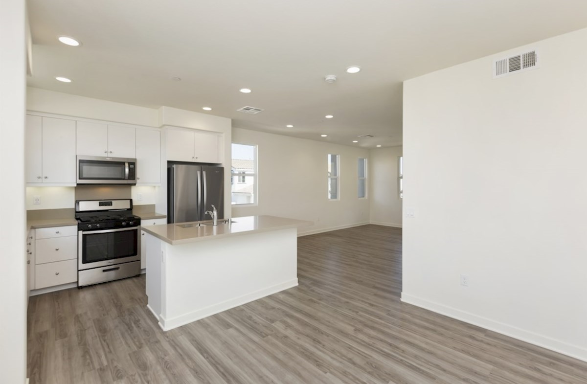 Violet quick move-in enjoy casual dining in open-concept kitchen