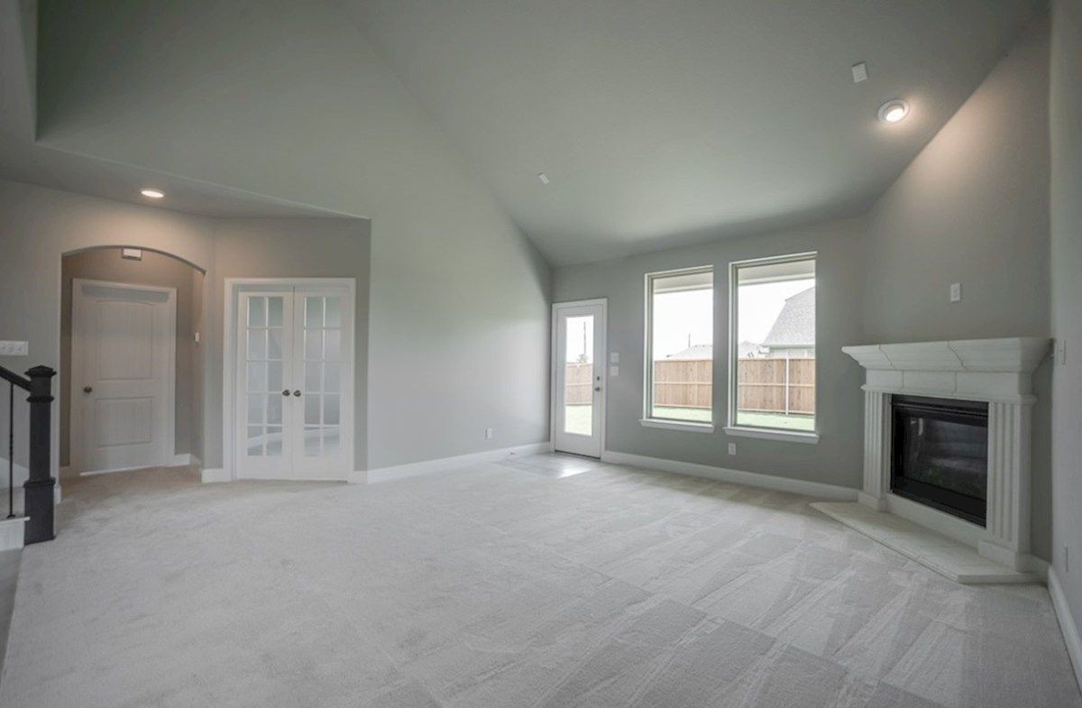 Prescott quick move-in open great room with fireplace