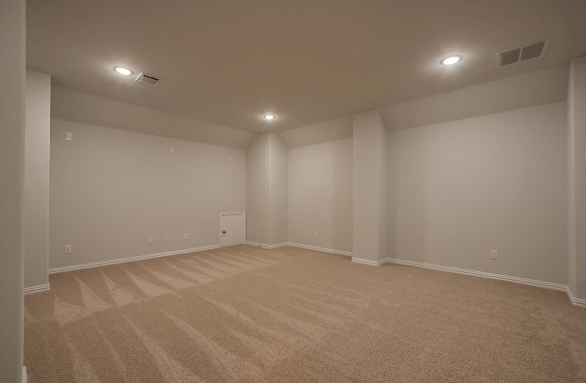 Kerrville quick move-in large media room with carpet