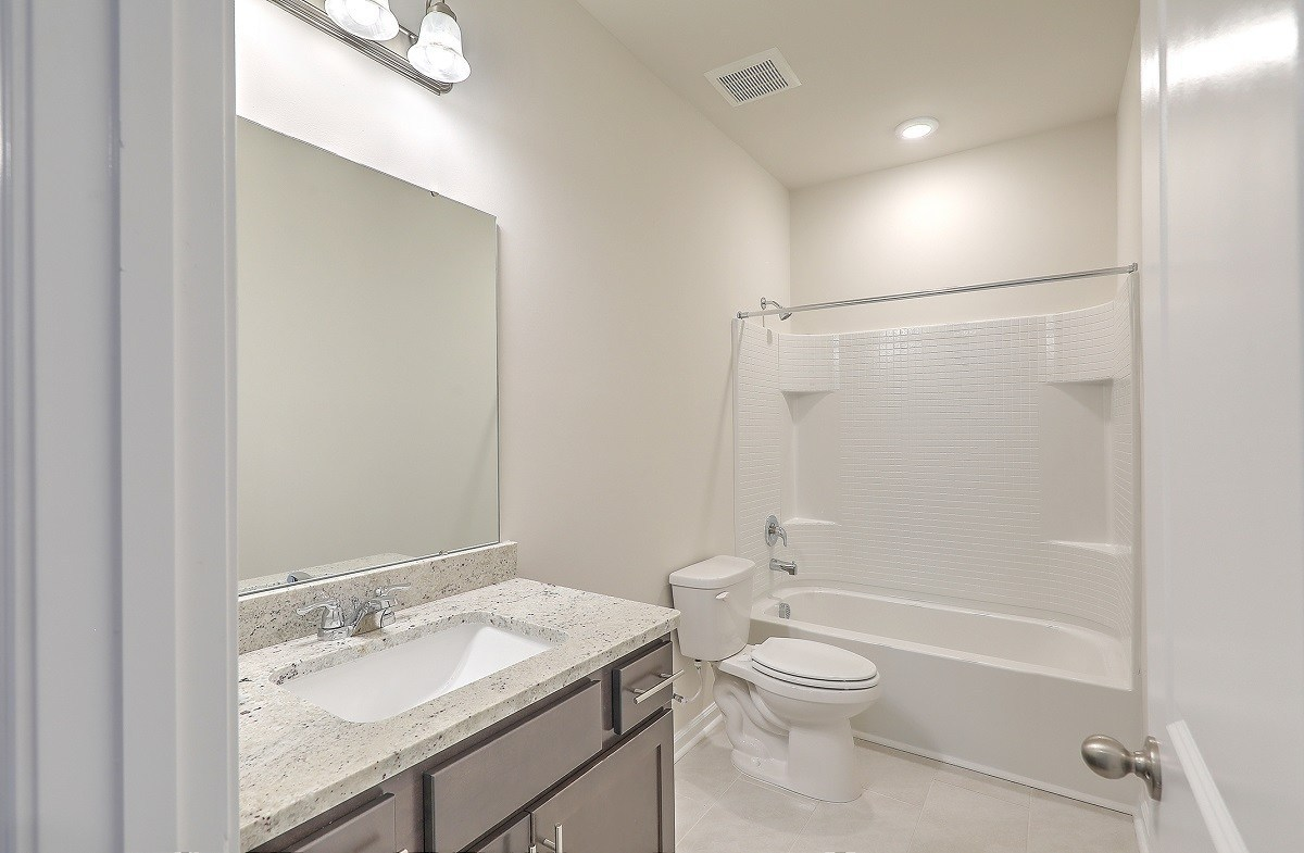 Franklin quick move-in well-appointed secondary bathroom