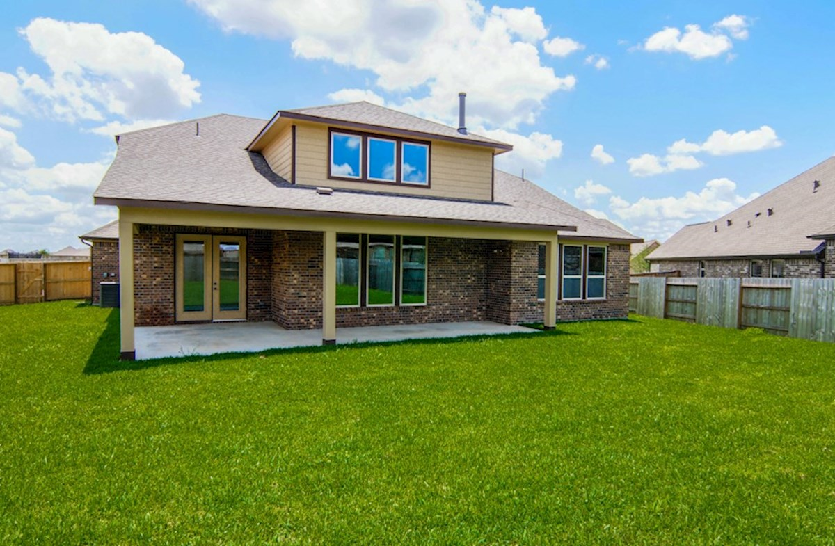 Lockhart quick move-in large backyard with covered patio