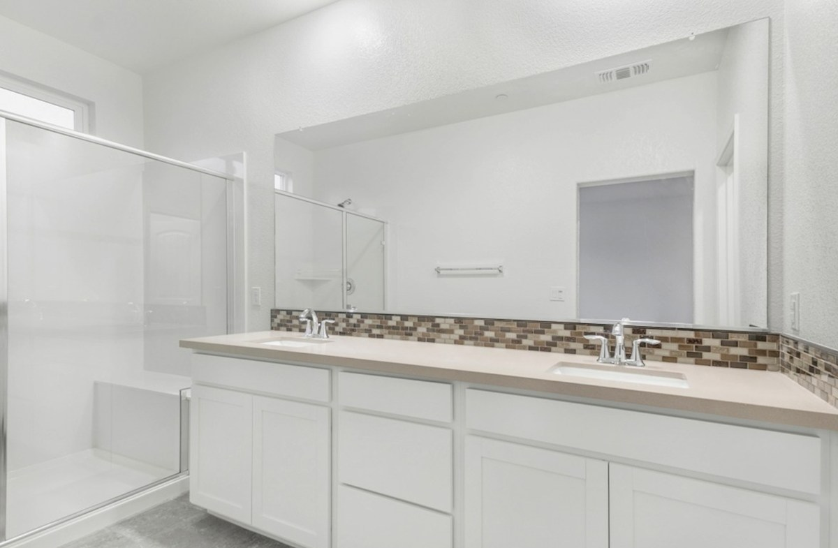 Weston quick move-in master bathroom