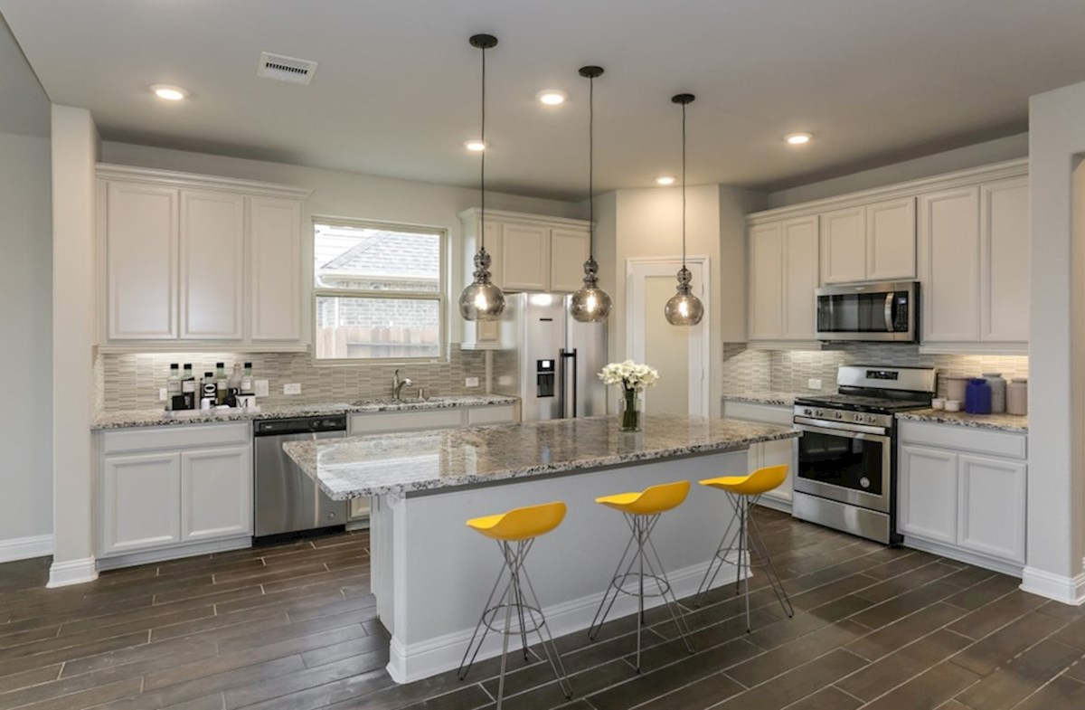 Bluewater Lakes Cascade kitchen with granite countertops and designer cabinets