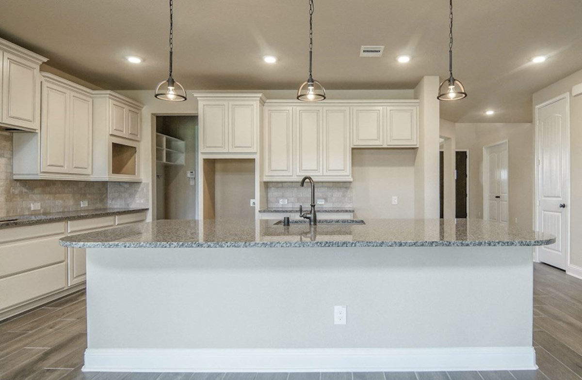 Lockhart quick move-in spacious granite coutnertops in open kitchen