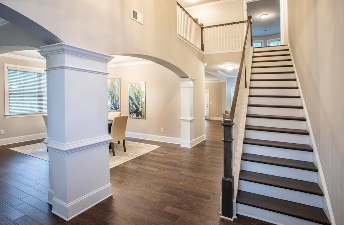 Laurelwood quick move-in Two-story Foyer