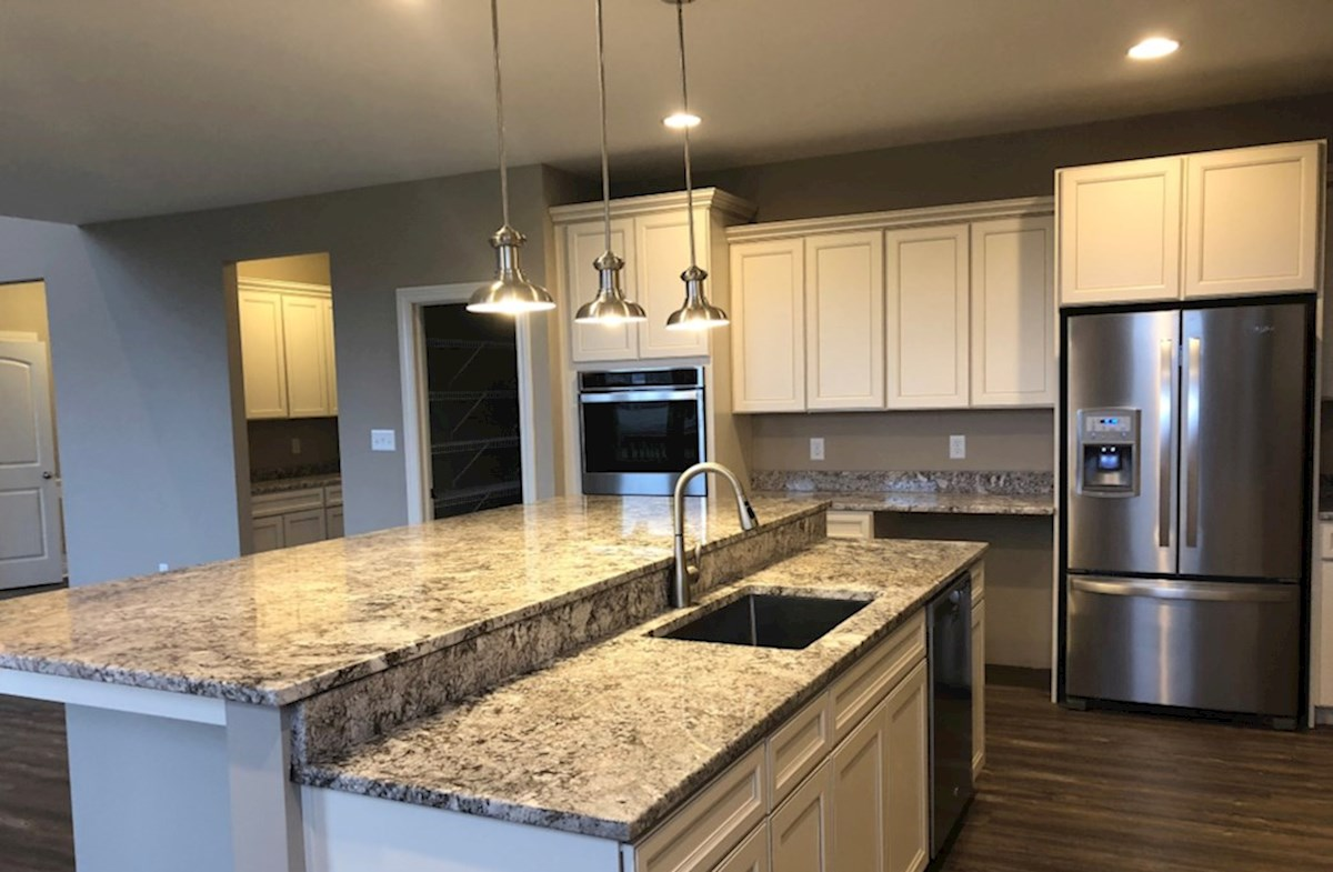 Oakhill quick move-in Gourmet kitchen with staggered island