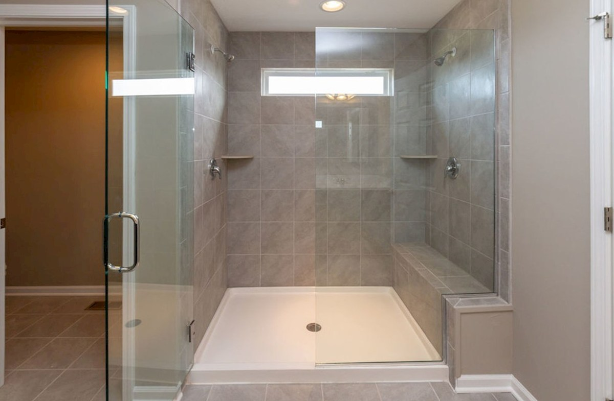 Lawrence quick move-in Luxurious spa shower