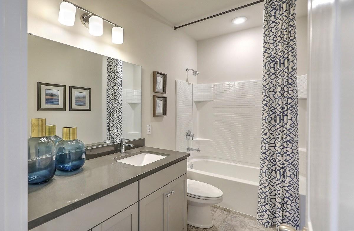 Bentley Park Sweetgum spacious secondary bathroom