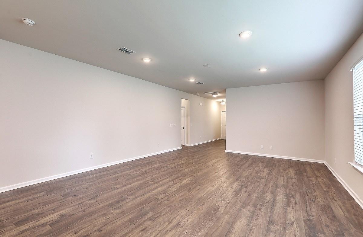 Franklin quick move-in bright great room