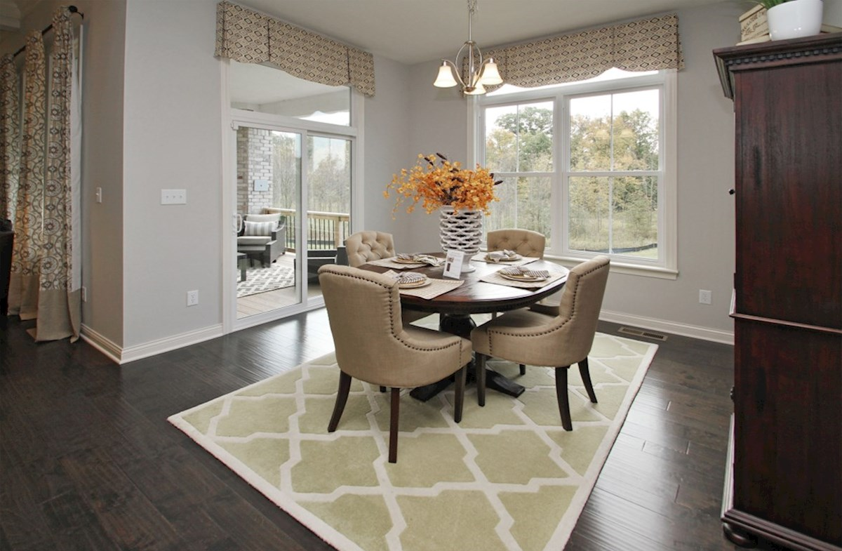 Capitol quick move-in Enjoy breakfast in this sunny nook