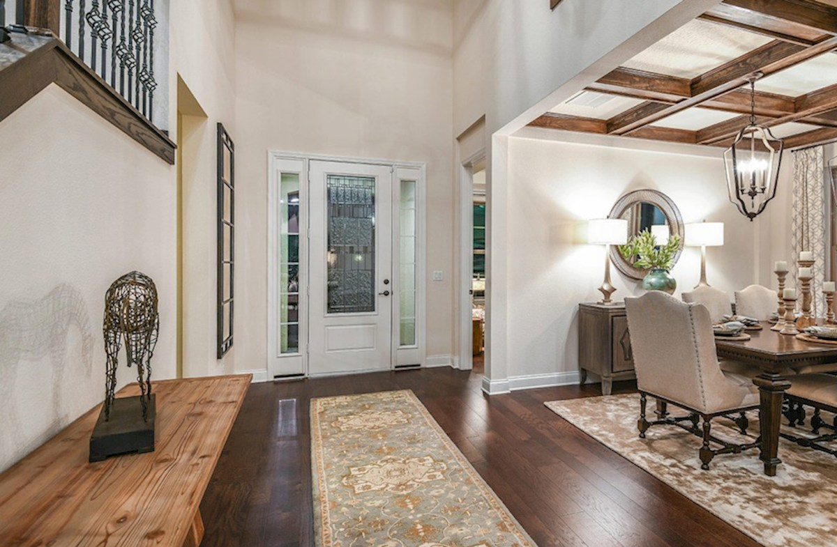 Washington quick move-in inviting foyer