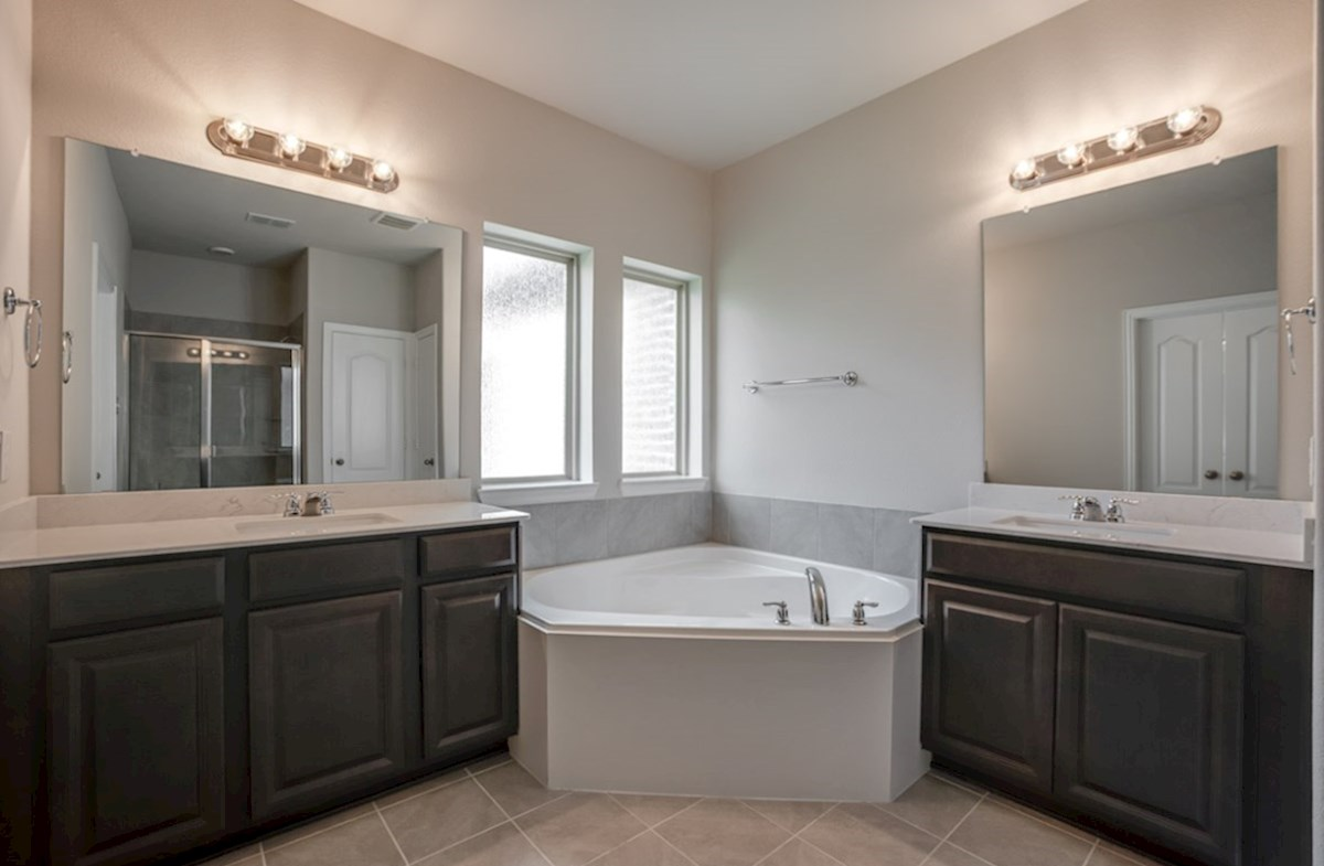 Prescott quick move-in master bathroom with large soaking tub and walk-in shower