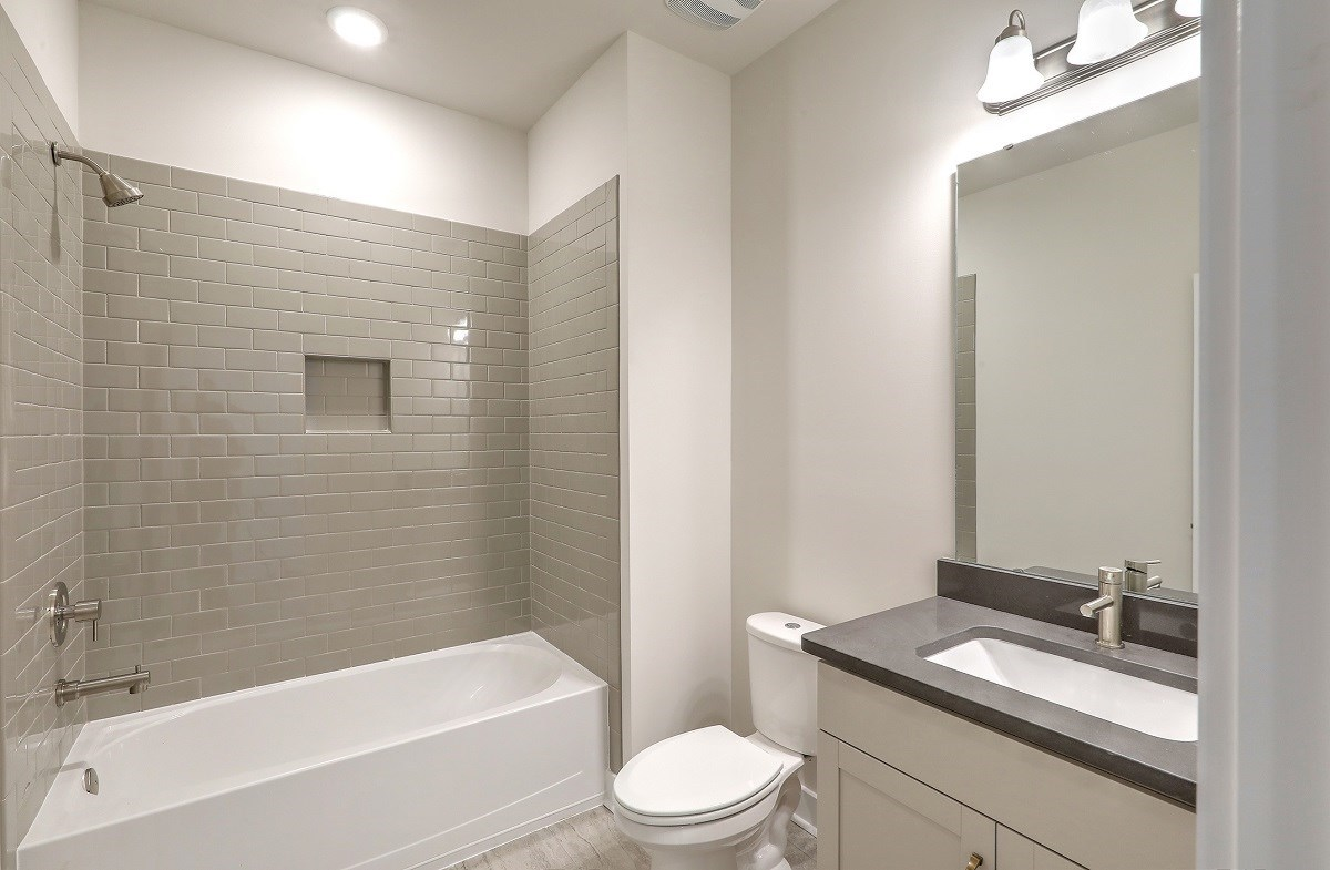 Sycamore quick move-in convenient upstairs bathroom