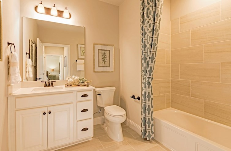 Wiltshire secondary bathroom with bathtub