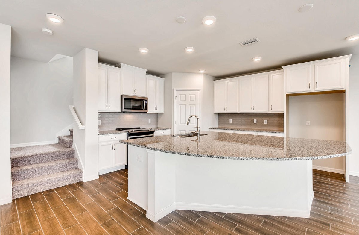 Cypress Pointe quick move-in Open kitchen with stainless steel applicances