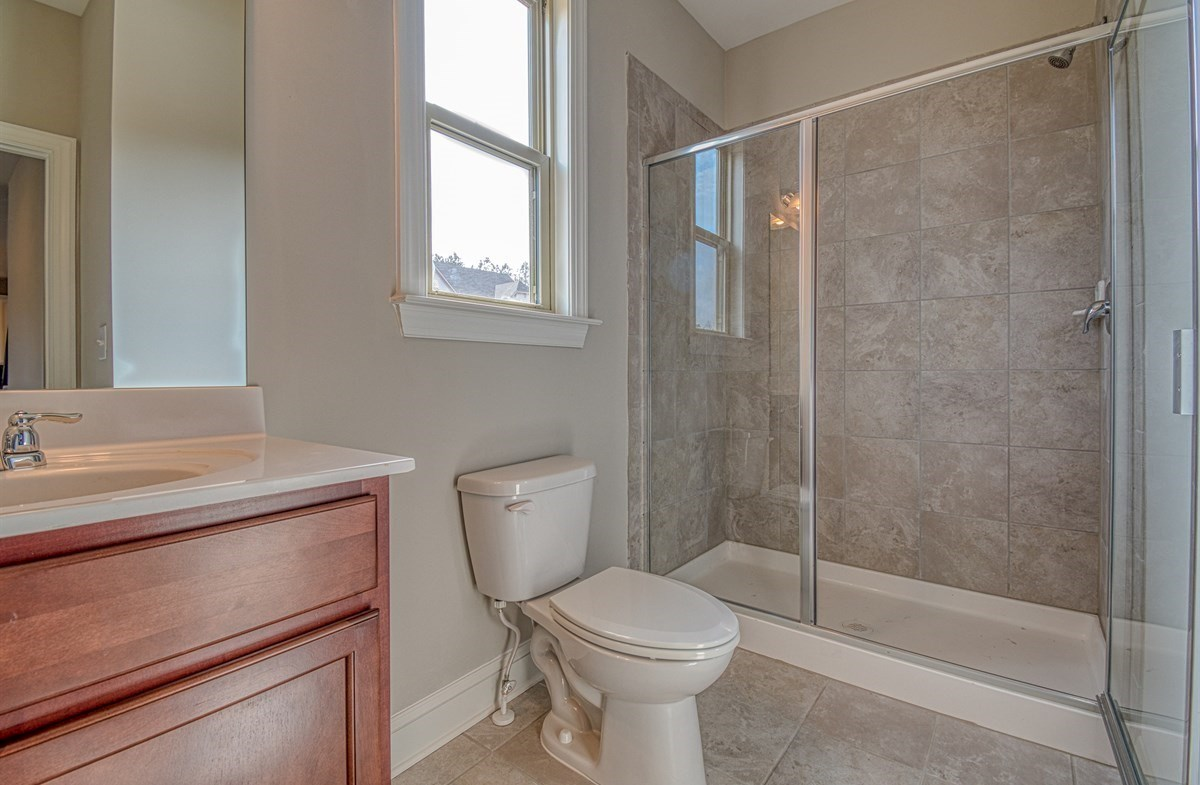 Chandler quick move-in Secondary Bathroom with stall shower