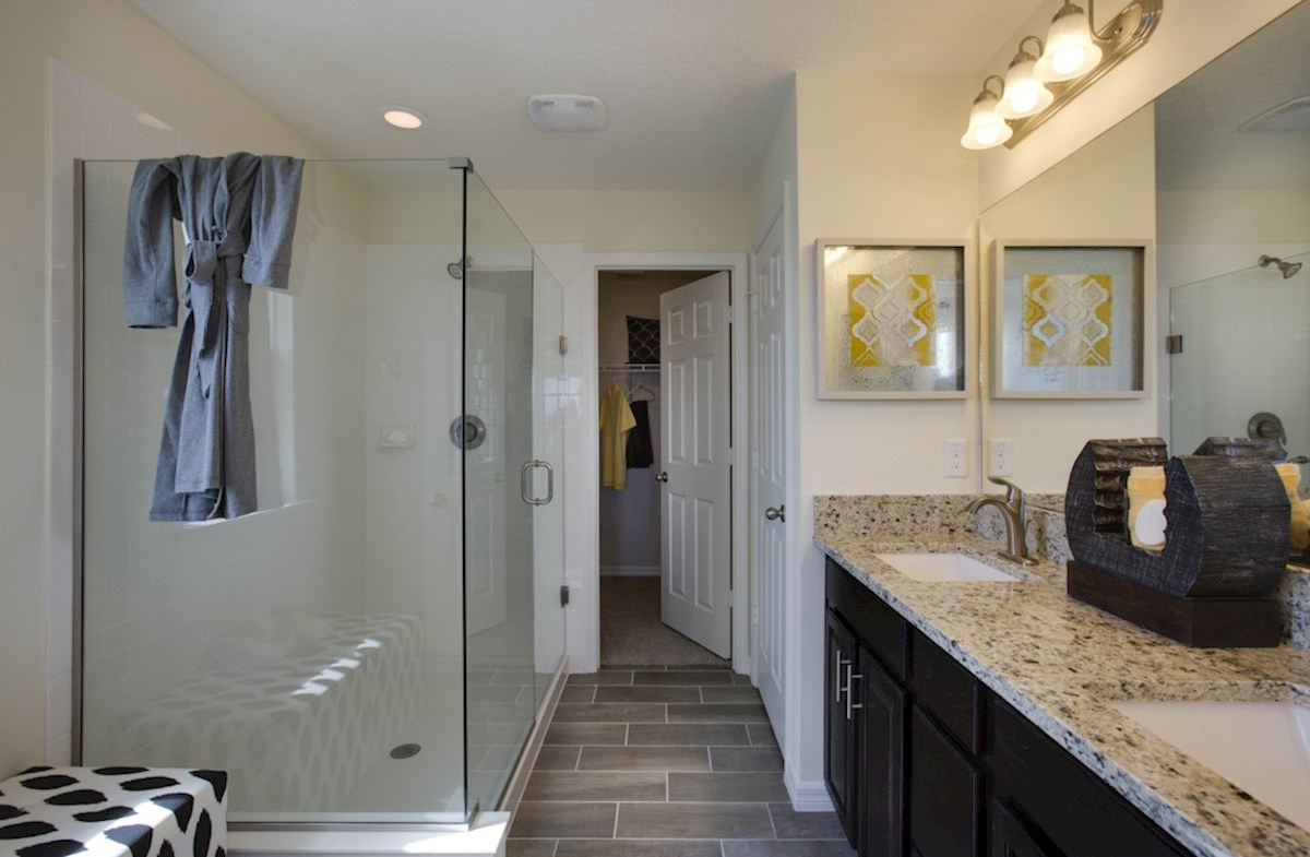 Richmond End quick move-in blissful master bathroom