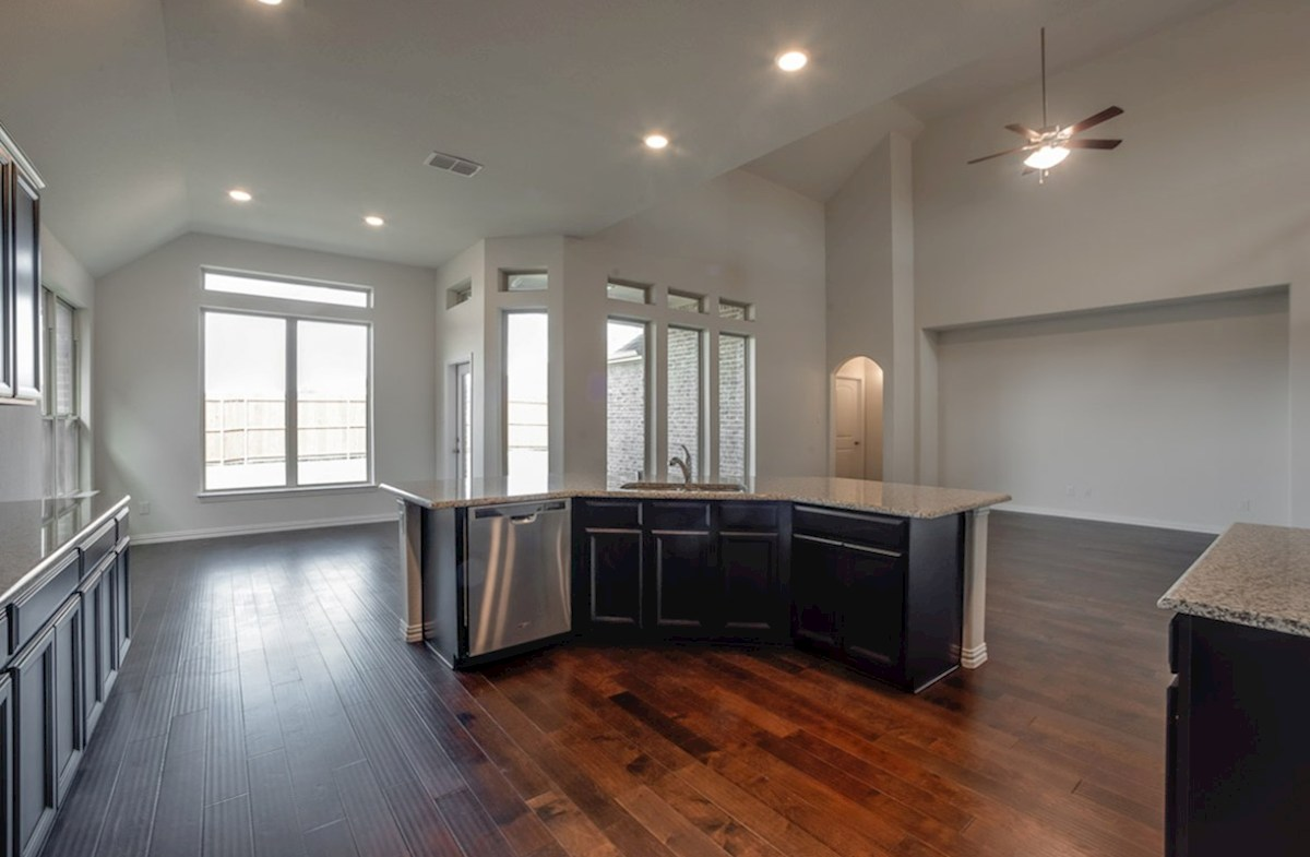 Kerrville quick move-in kitchen overlooks great room