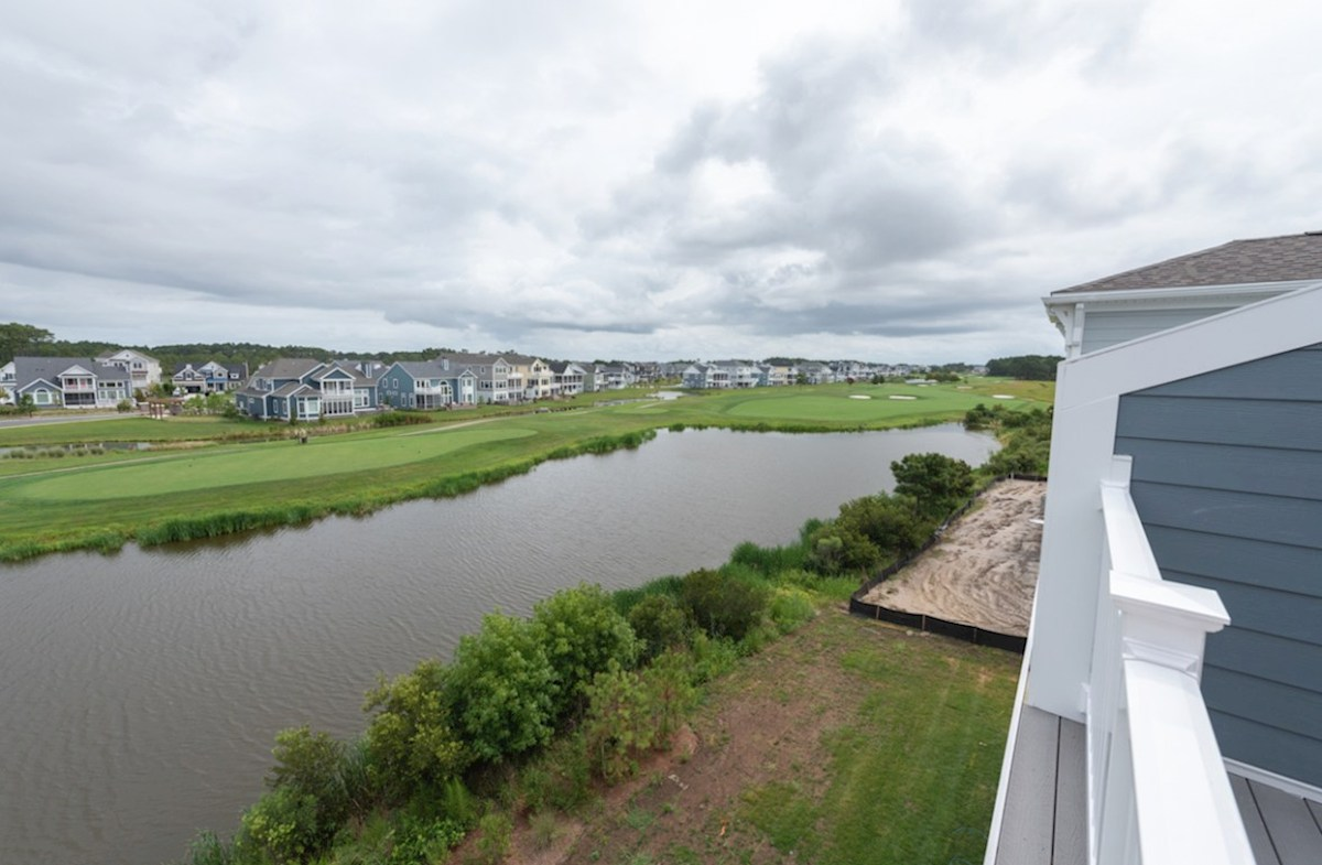 Fenwick quick move-in View of ponds and golf course