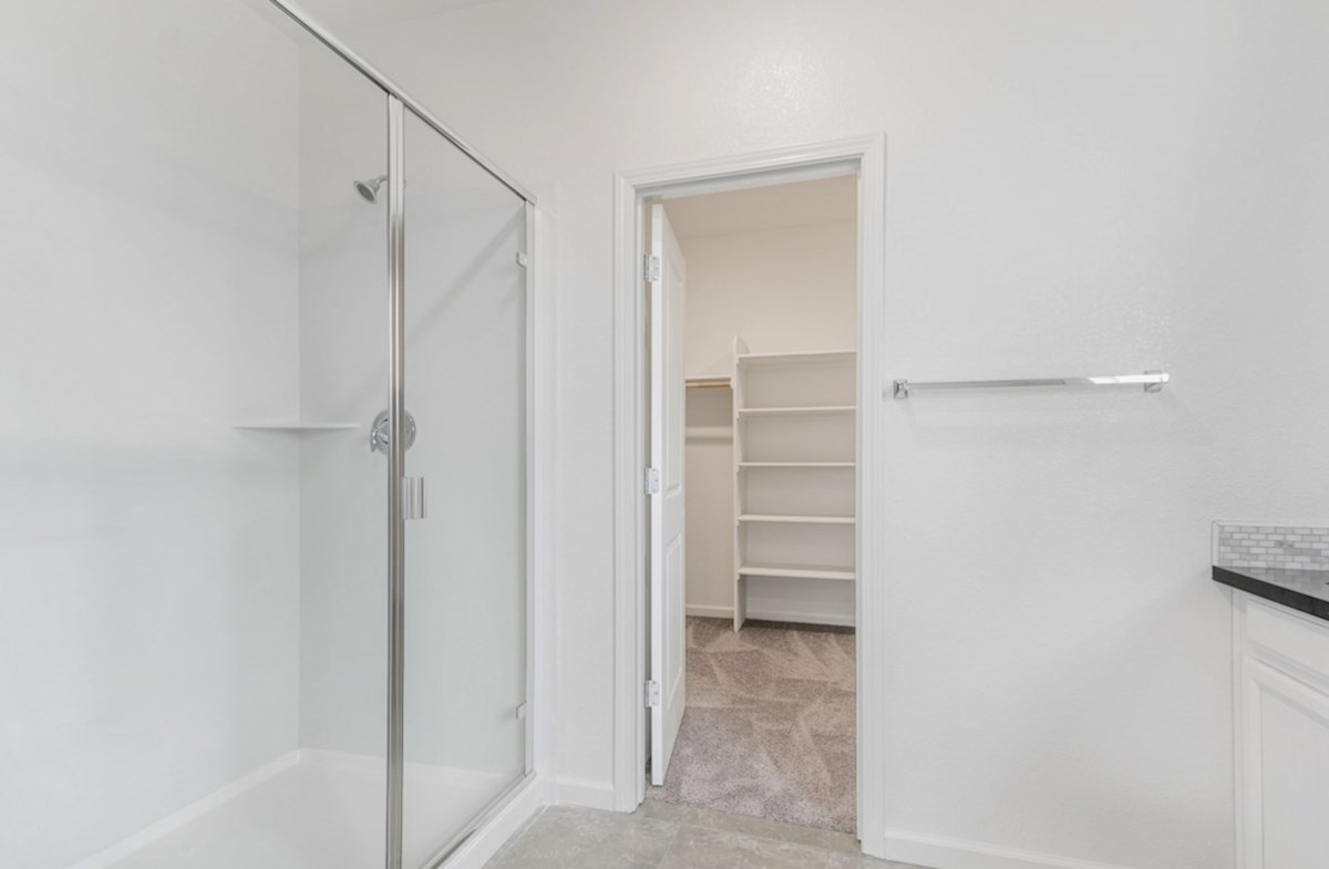 Shasta quick move-in master bathroom