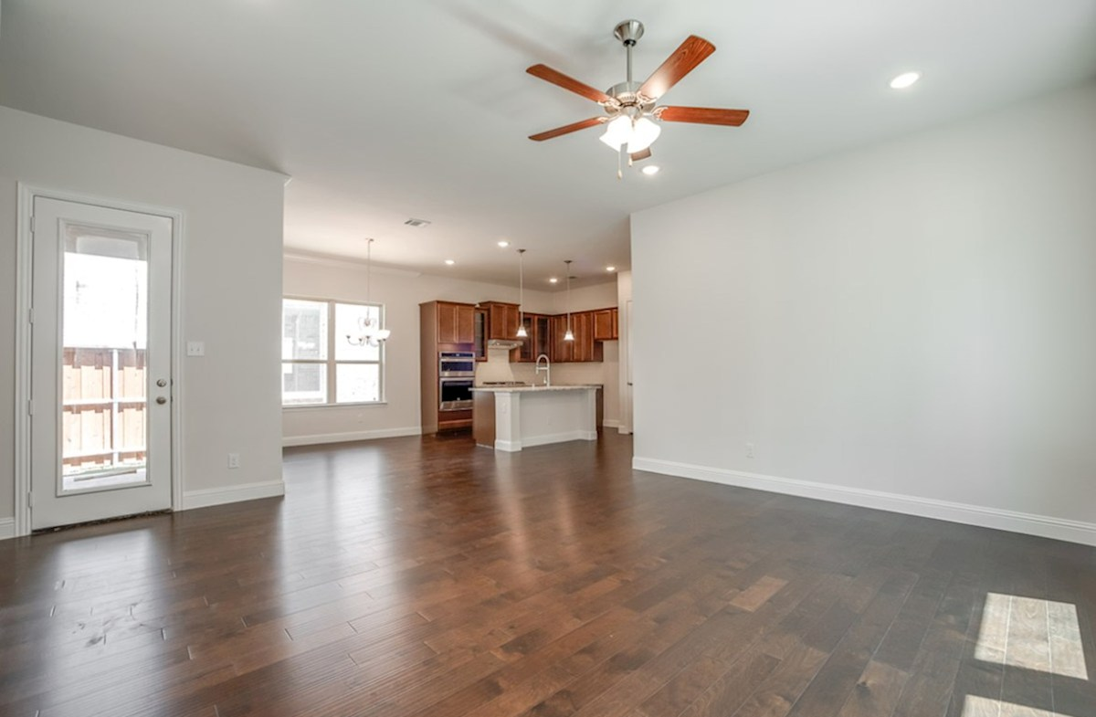 Wimberley quick move-in open great room with wood floors