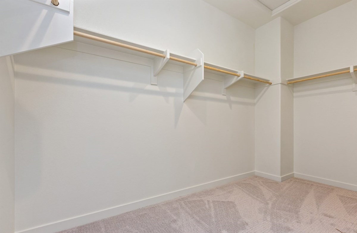 Suncup quick move-in Walk-in closet is designed for easy movement between shelves and optimal hanging and storage space