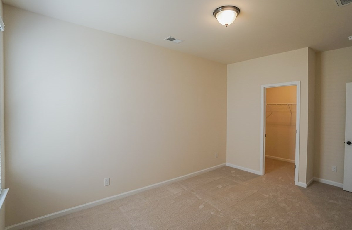 Valleydale quick move-in spacious secondary bedroom