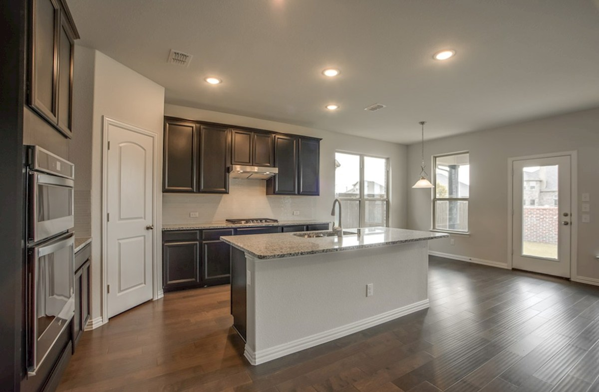 Avalon quick move-in open kitchen and breakfast nook