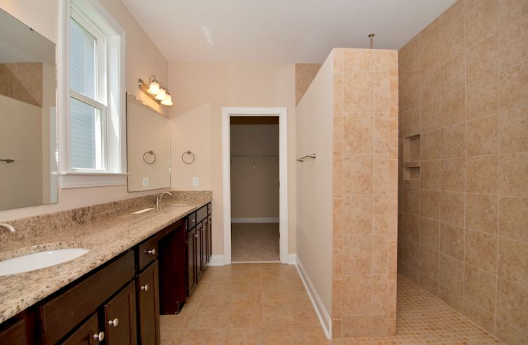 Balmoral at Market Common District Lennox Ceramic tile sports shower