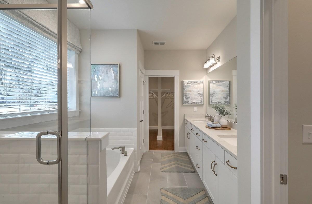 Bentley Park Dogwood luxurious master bathroom