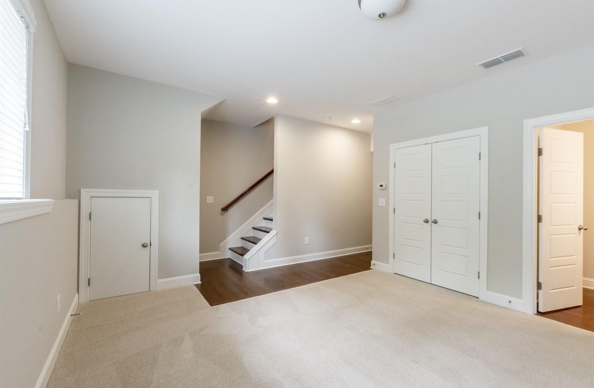 Ashland quick move-in Terrace Level Bonus Room