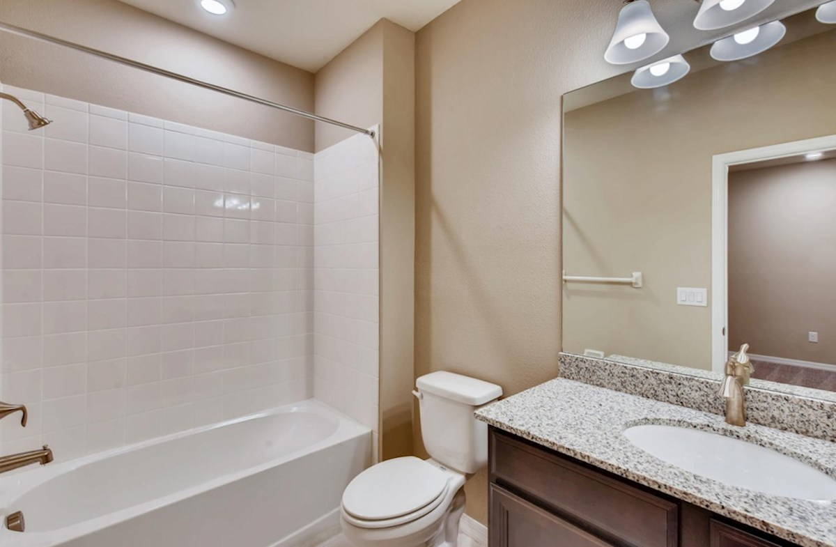Kemerton Place Key Biscayne secondary bathroom