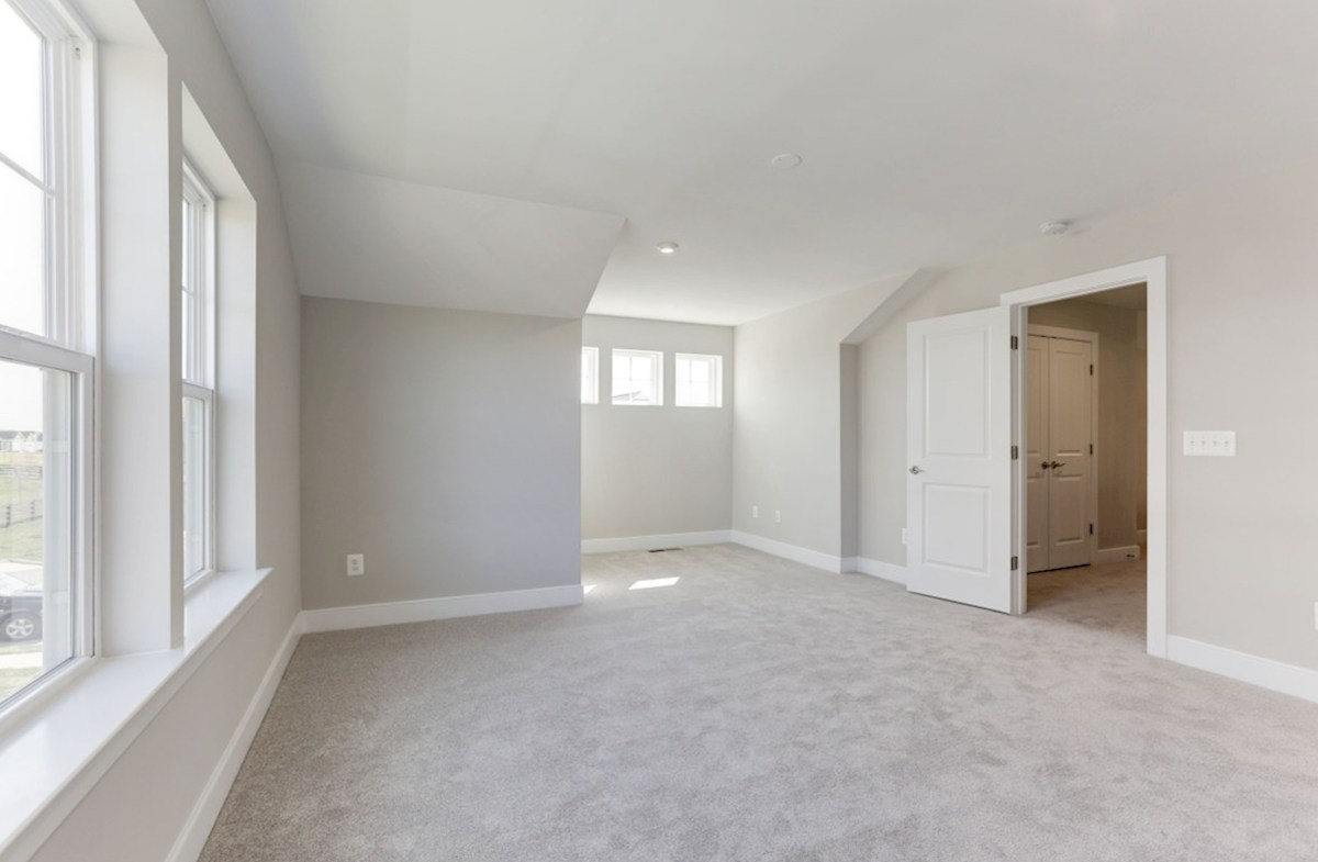 Hadleigh quick move-in upstairs bedroom